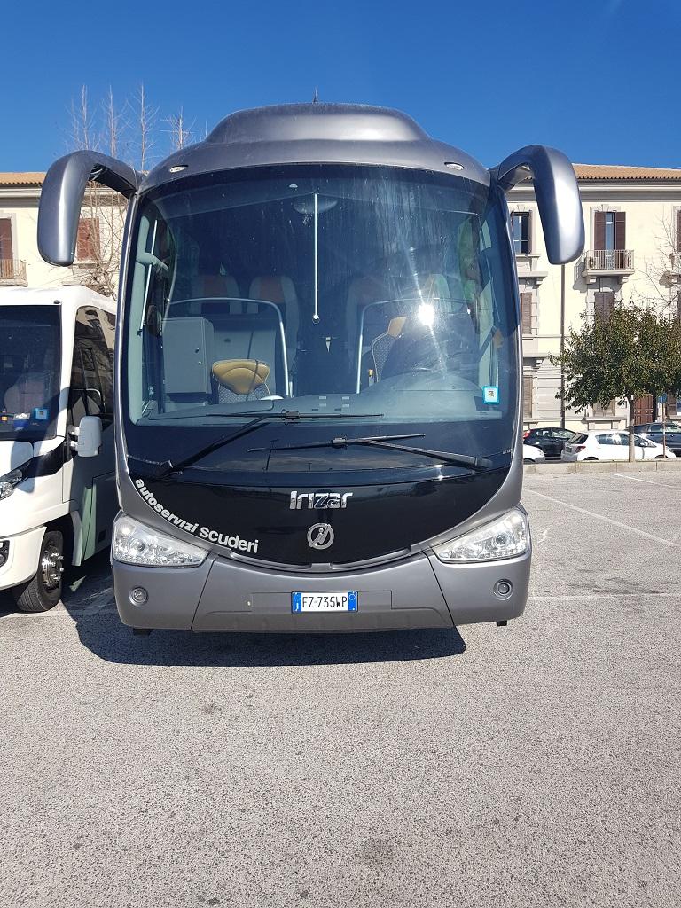 Autobus Autoserviziscuderi servizio taxi con noleggio conducente